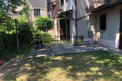 AF240 - Appartamento con giardino