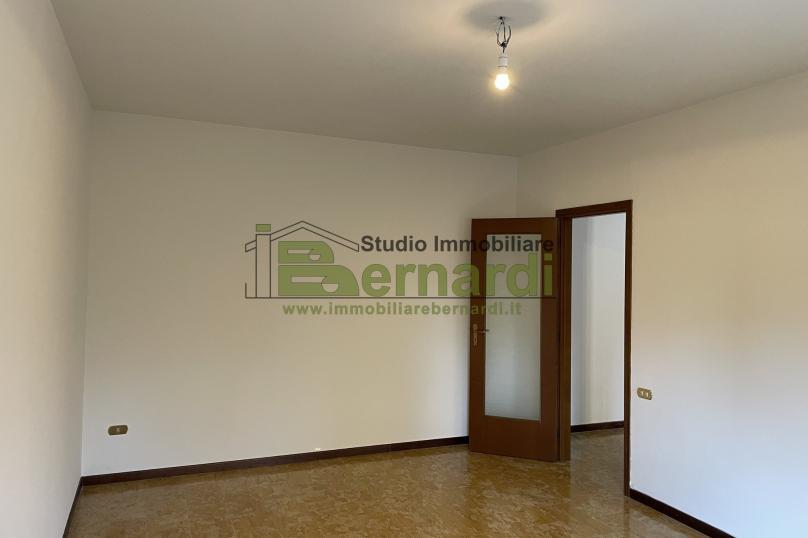 AP518 - Appartamento a Modena al primo piano
