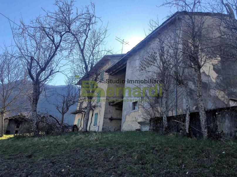 RU468 - Rustico con terreno a Trignano