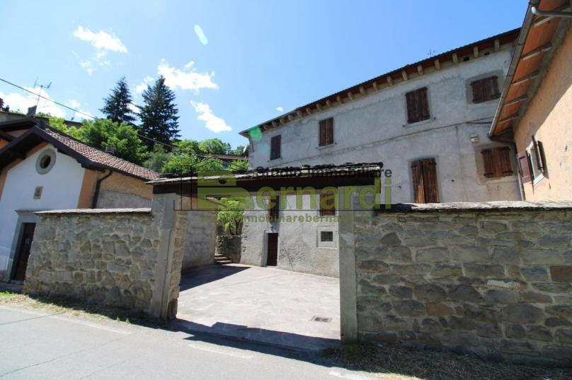 AB442 - Villa storica vicino al centro