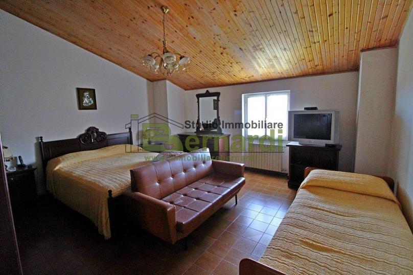 VI420 - Ampia villa con dependance e giardino