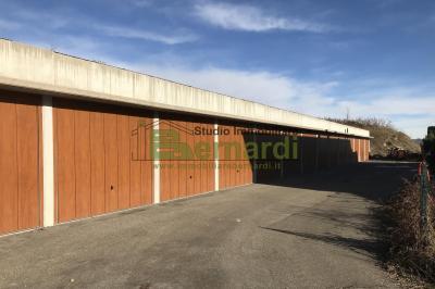 GA437 - Garage a Lotta