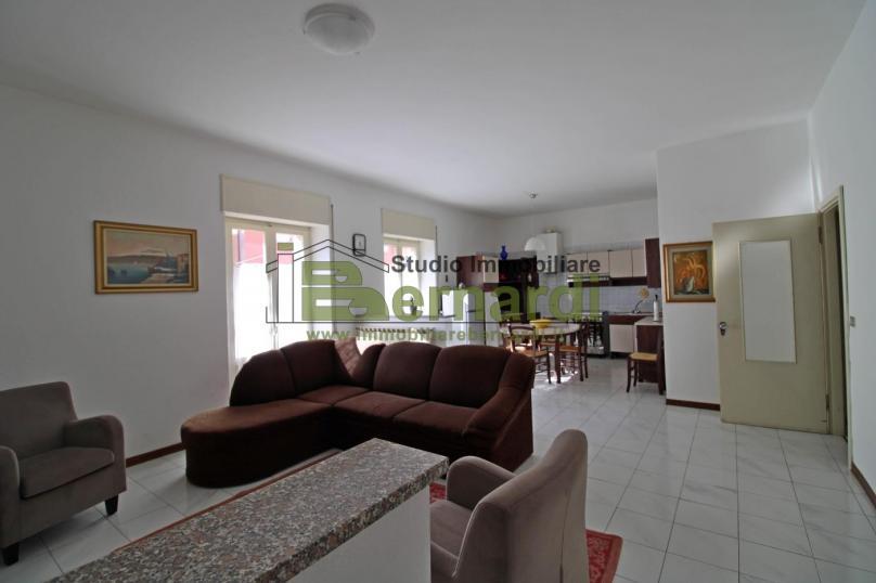 AF184 - Ampio appartamento in centro