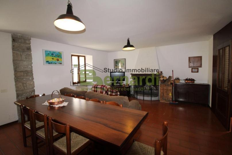 AB471 - Ampia abitazione con tre camere