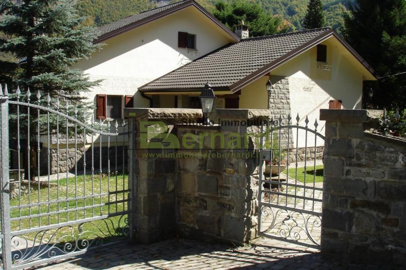 AB296 - Villa con giardino a Ospitale