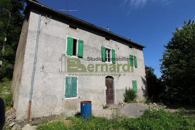 RU502 - Ampio rustico a Serrazzone